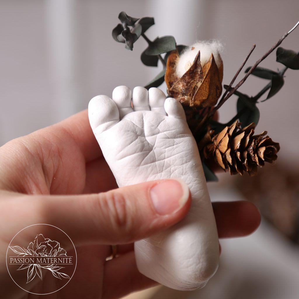 moulage-pied-bebe-empreinte-main-enfant-platre-moulage-creation-passion-maternite-atelier-sainte-therese