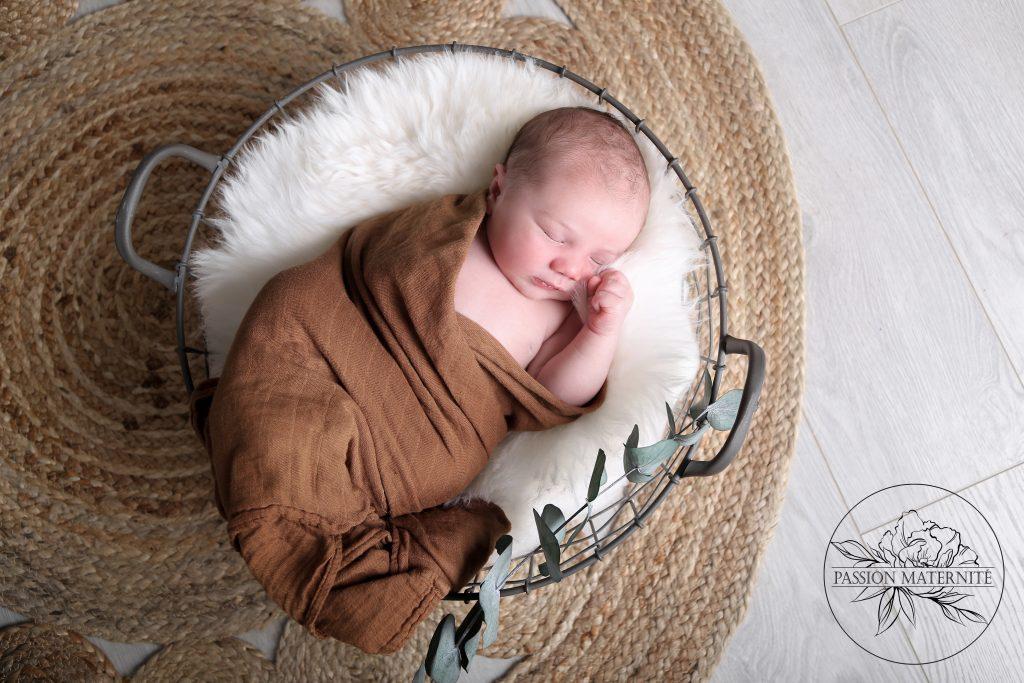 seance-photo-nouveau-ne-bebe-enfant-famille-maman-photographe-passion-maternite-studio-sainte-therese